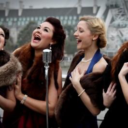 Four Femmes On The Thames