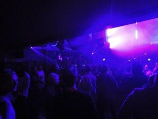 london_saturday_crowd